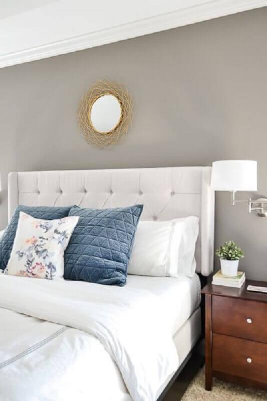 decoração clássica com abajur de parede para quarto de casal Archilovers