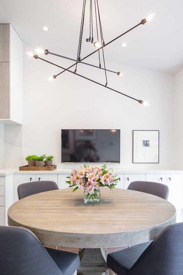decoração clean com luminária moderna e vaso para centro de mesa de jantar redonda Foto limaonagua