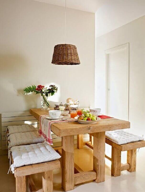 decoração clean com mesa rústica com banco de madeira Foto Pinterest