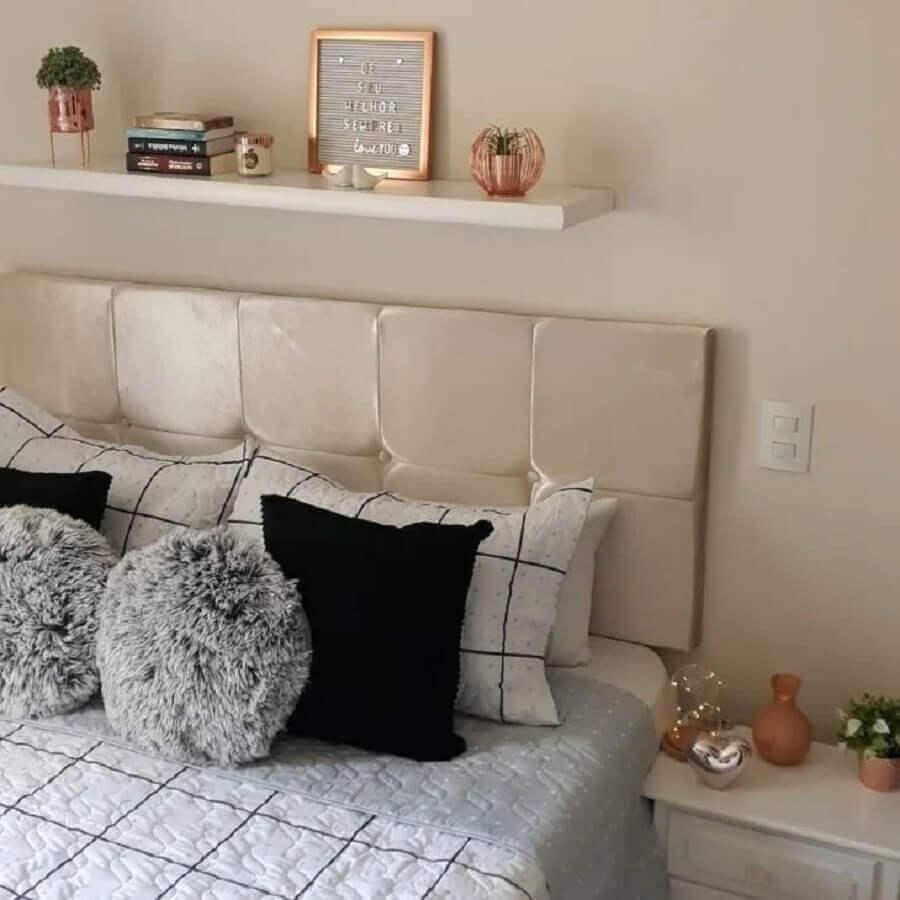 decoração clean para quarto com cabeceira cor pérola Foto Pinterest