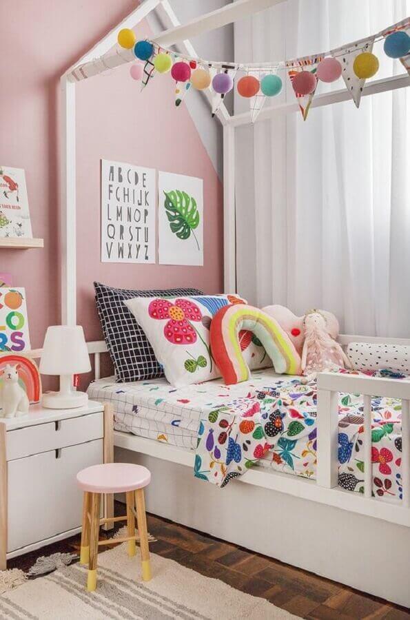 decoração colorida com almofadas para quarto infantil Foto Pinterest