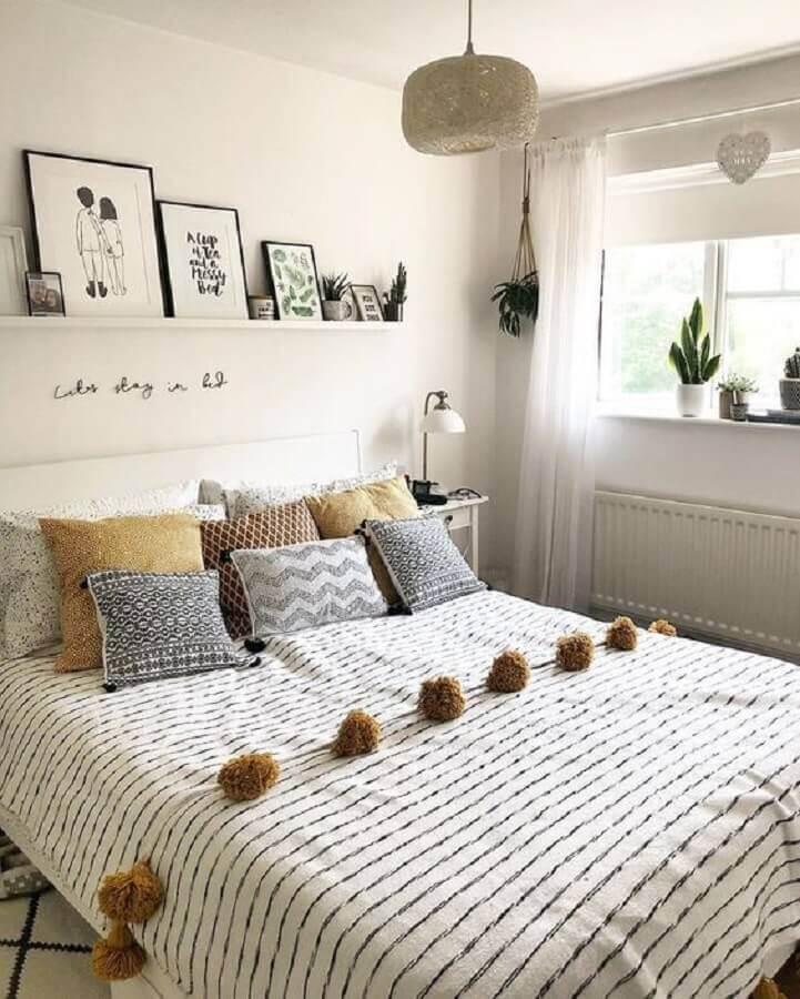 decoração com almofadas para quarto de casal todo branco Foto Pinterest