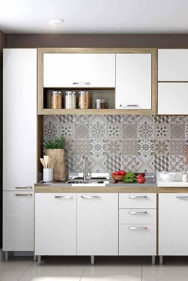 decoração com azulejo estampado e cozinha completa modulada branca Foto Home Fashion Trend