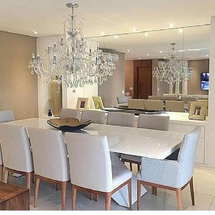 decoração com lustre de cristal e enfeite para centro de mesa de jantar Foto Construindo Minha Casa Clean