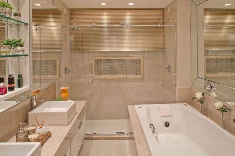 decoração cor pérola para banheiro planejado com banheira Foto Pinterest