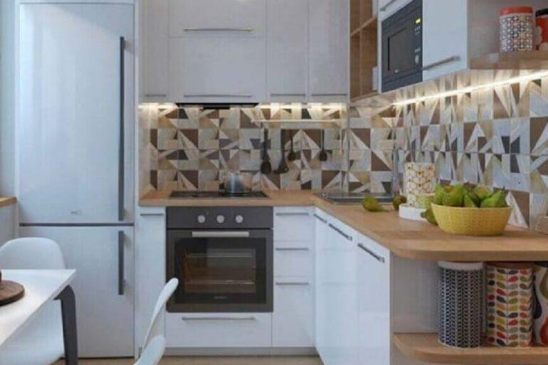 decoração cozinha completa de canto branca com bancada de madeira Foto Mundo das Tribos