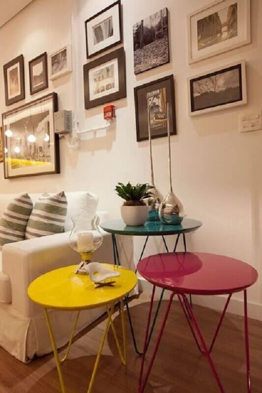 decoração de sala com conjunto mesa de canto coloridas Foto Pinterest