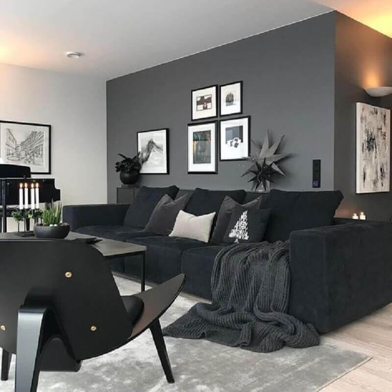 decoração de sala com sofá preto e parede cinza Foto Colourful Girl