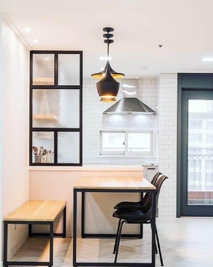 decoração moderna com mesa de jantar com banco e cadeiras estilo industrial Foto Decorando Com Brilho
