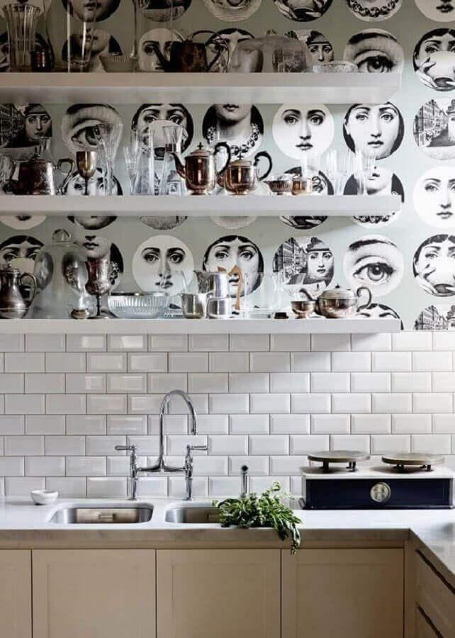 decoração moderna com papel de parede para cozinha com azulejo Foto Apartment Therapy
