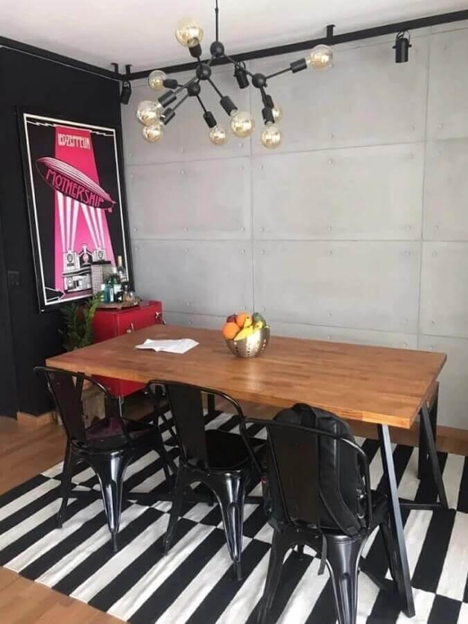 decoração moderna com tapete listrado e mesa de jantar com banco e cadeiras Foto Madeira Usada