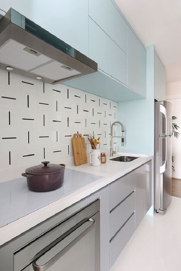decoração moderna para cozinha planejada com armário azul tom pastel Foto Habitare