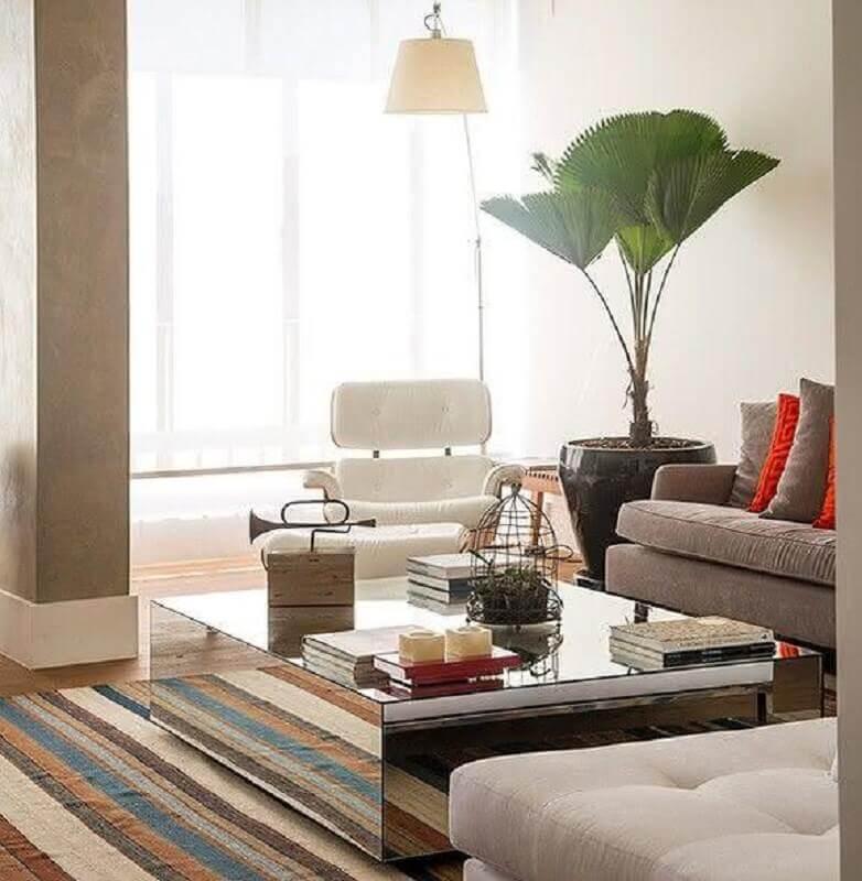 decoração sala com tapete listrado e mesa de centro espelhada Foto Architecture Art Designs