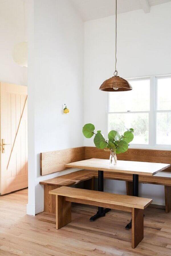 decoração sala de jantar simples com mesa rústica com banco de canto Foto Style Me Pretty