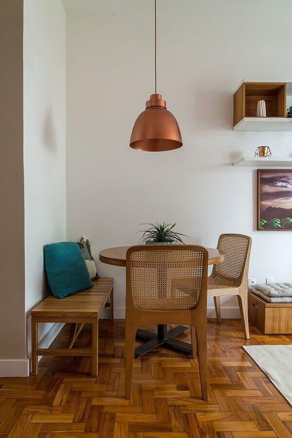 decoração simples para sala de jantar com mesa com banco de madeira Foto Casa de Valentina