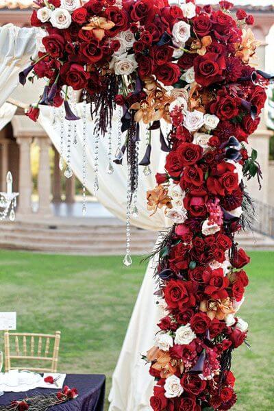 A rosa vermelha é perfeita para decorar festas