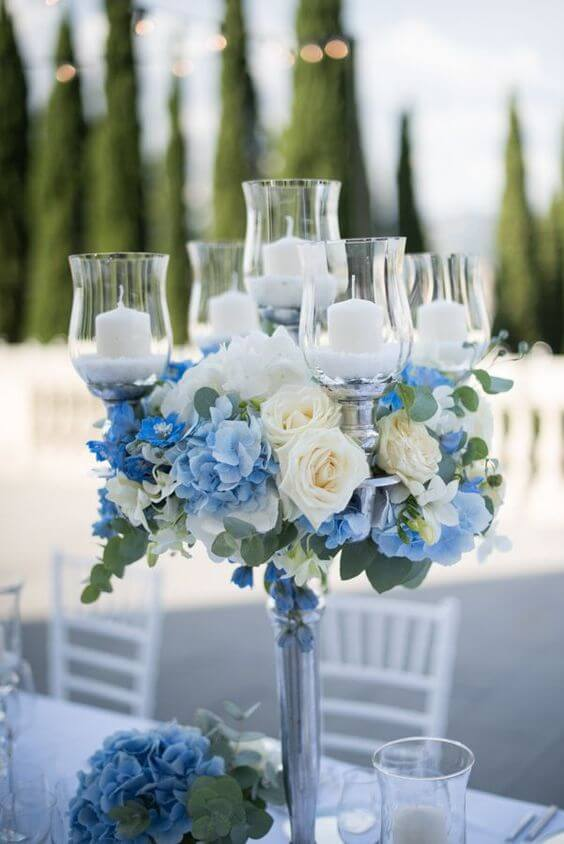 A rosa branca é linda para decorar festas com muita delicadeza