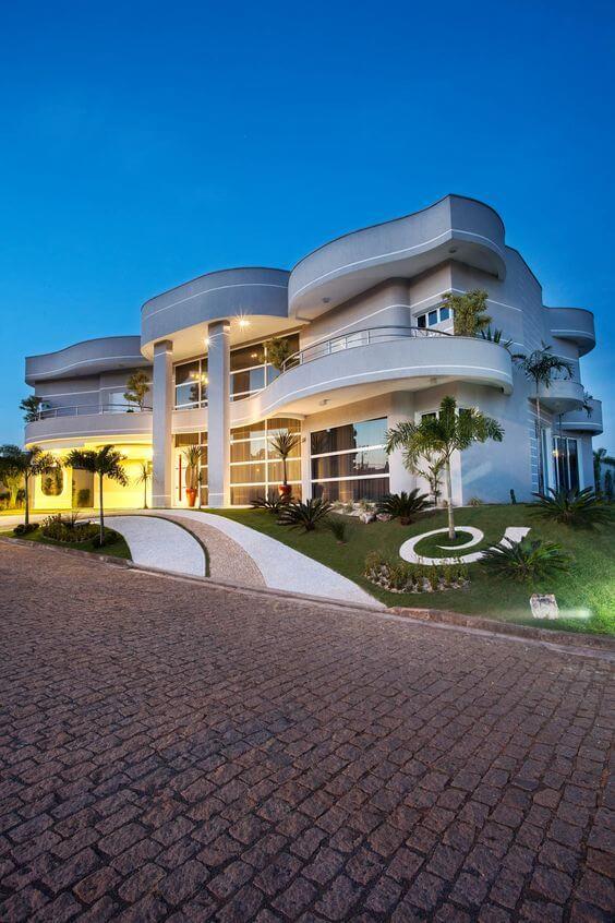 Fachada de mansão de luxo