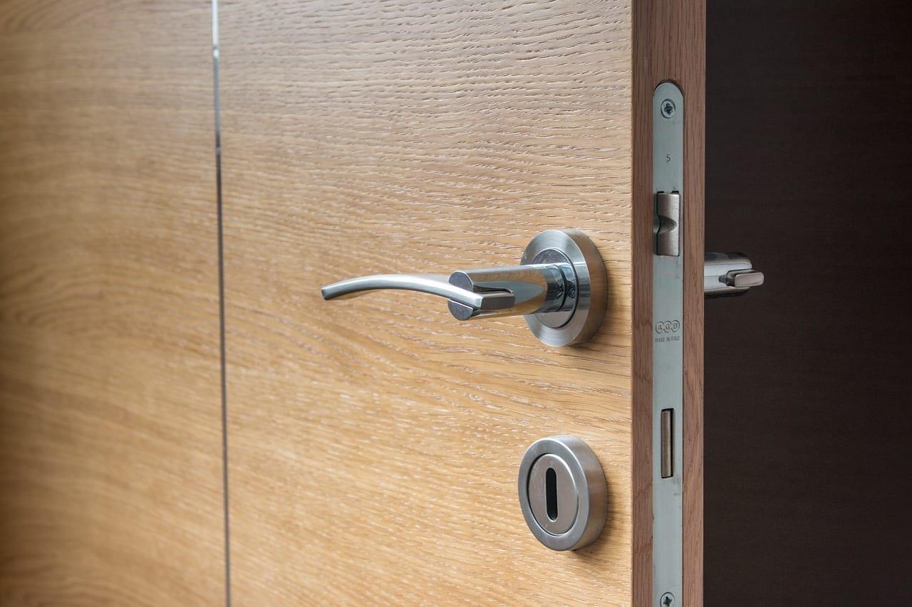 Fechadura para porta de madeira
