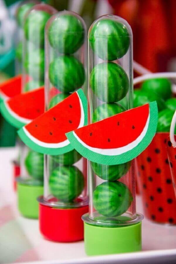 magali party custom tubing decoration with watermelon gum Foto Pinterest
