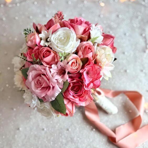 Buquê de rosa em tons claros e românticos