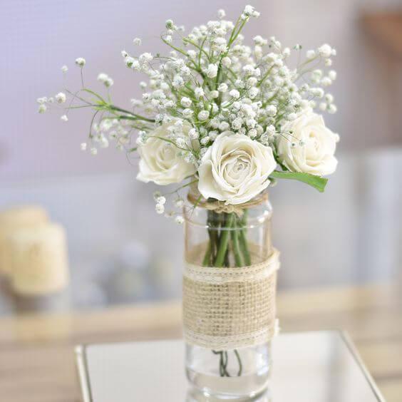 A flor rosa branca é linda para decorações românticas