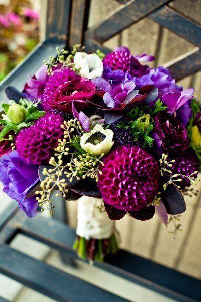Buquê com flores roxas