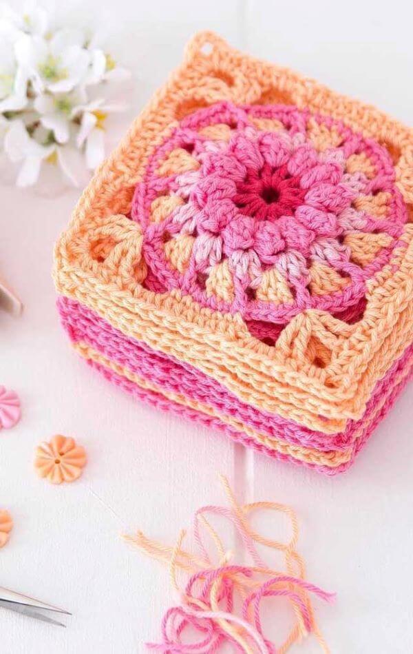 O crochê para iniciantes é um dos melhores artesanatos para aprender