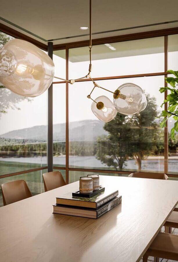 ideia de decoração para centro de mesa de jantar com livros e velas Foto Futurist Architecture