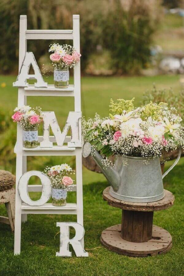ideia para bodas de cristal ao ar livre com decoração simples Foto 100 Layer Cake