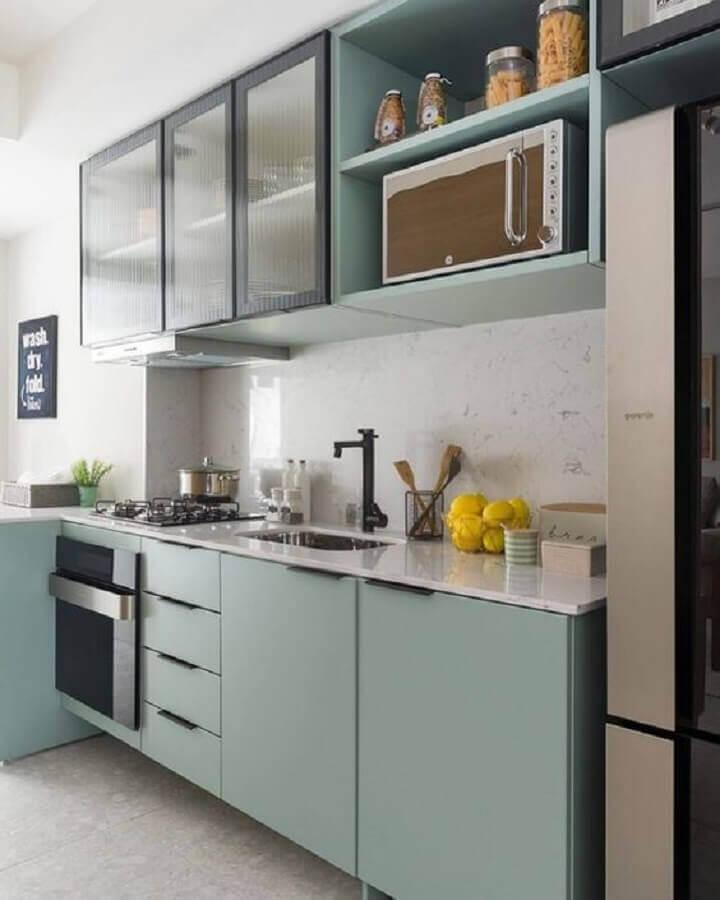 ideias para cozinha pequena de apartamento com armários verde pastel Foto Espaço Mulher
