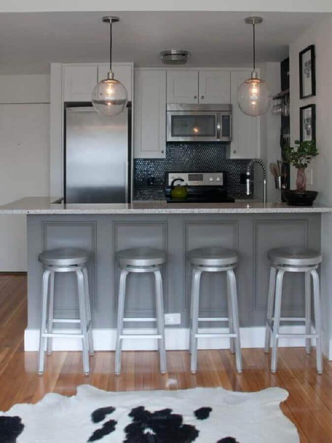 ideias para decorar cozinha pequena cinza e branca com estilo clássico Foto Home Fashion Trend
