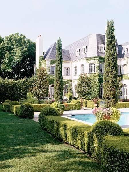 Jardim de mansão de luxo