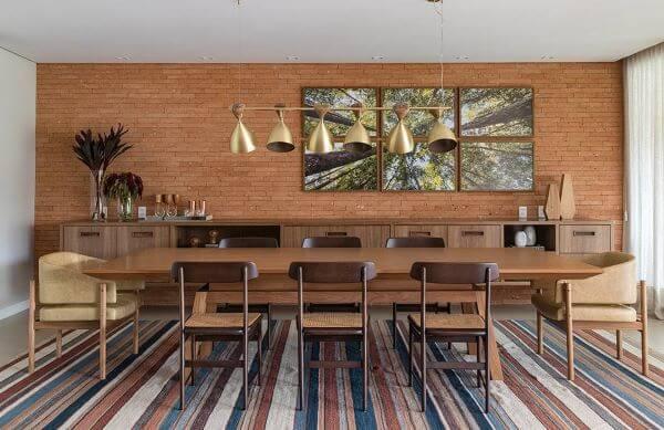 Sala de estar com luminárias de teto