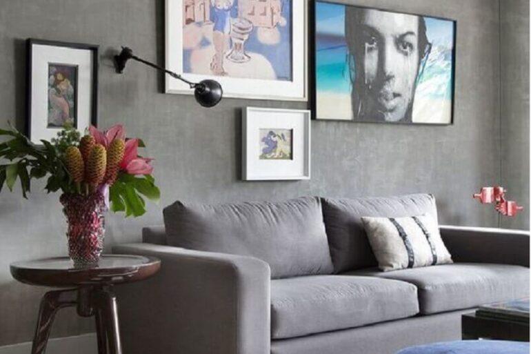 móveis para sala de estar cinza moderna com parede de cimento queimado Foto Manual da Obra