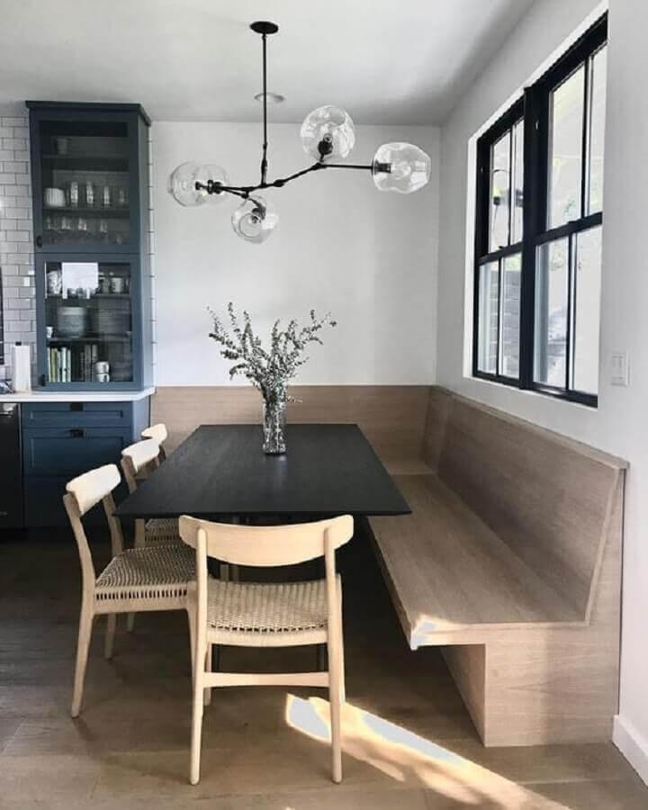 mesa com banco de canto e cadeiras de madeira para sala de jantar com lustre pendente moderno Foto Pinterest