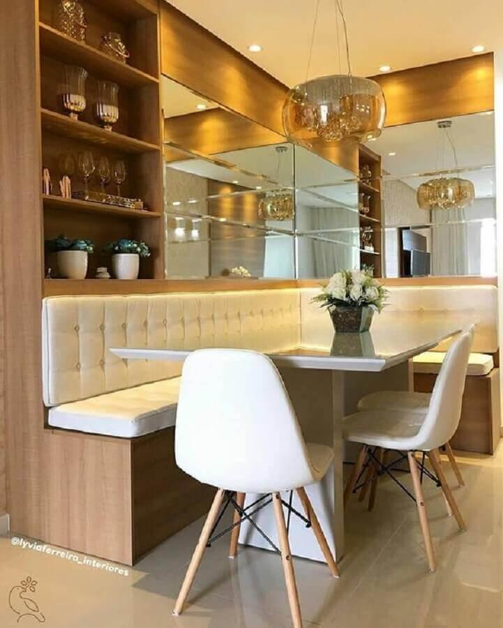 mesa com banco de canto para sala de jantar planejada com parede espelhada Foto Pinterest