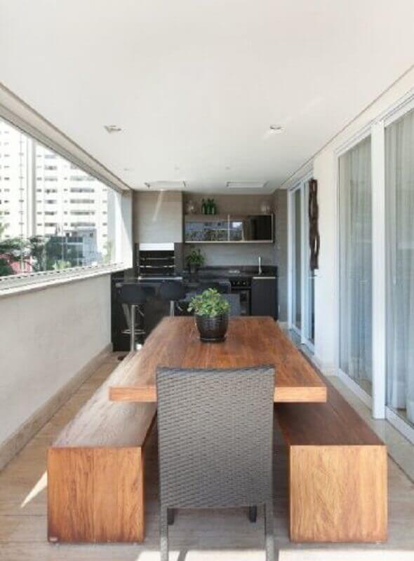 mesa com banco de madeira para varanda gourmet Foto Futurist Architecture