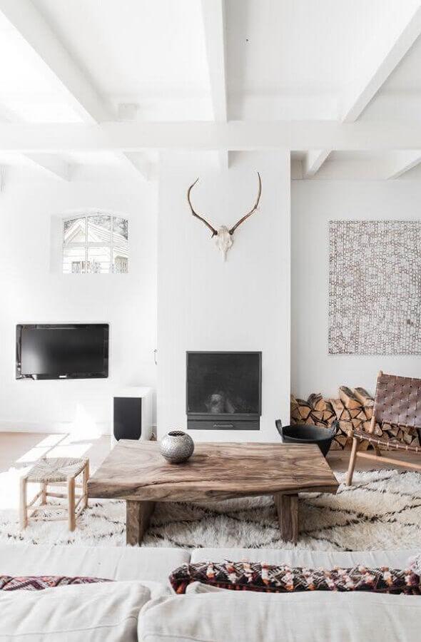 mesa de centro de madeira rústica para decoração de sala branca com estilo escandinavo Foto Pinterest