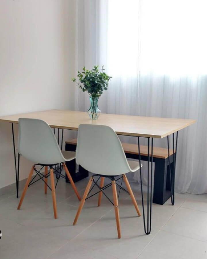 mesa de jantar com banco e cadeiras para decoração simples Foto Pinterest