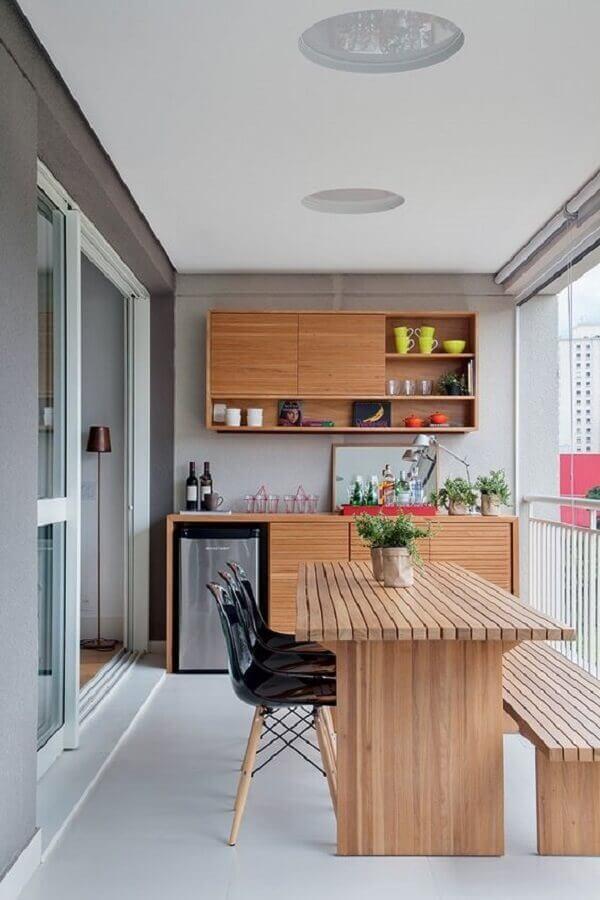mesa de jantar com banco e cadeiras para varanda Foto Pinterest