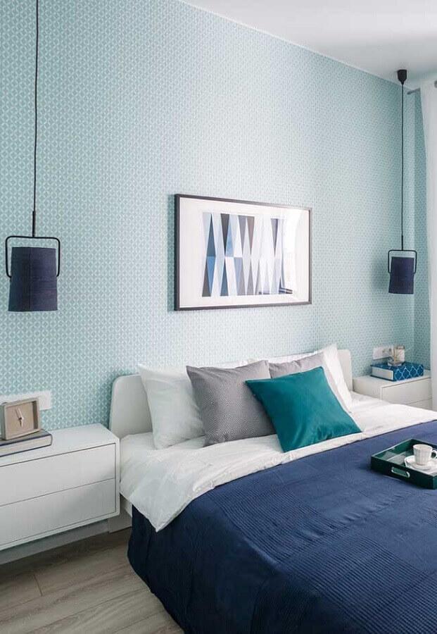 papel de parede azul pastel para quarto moderno com criado mudo suspenso Foto Home Fashion Trend