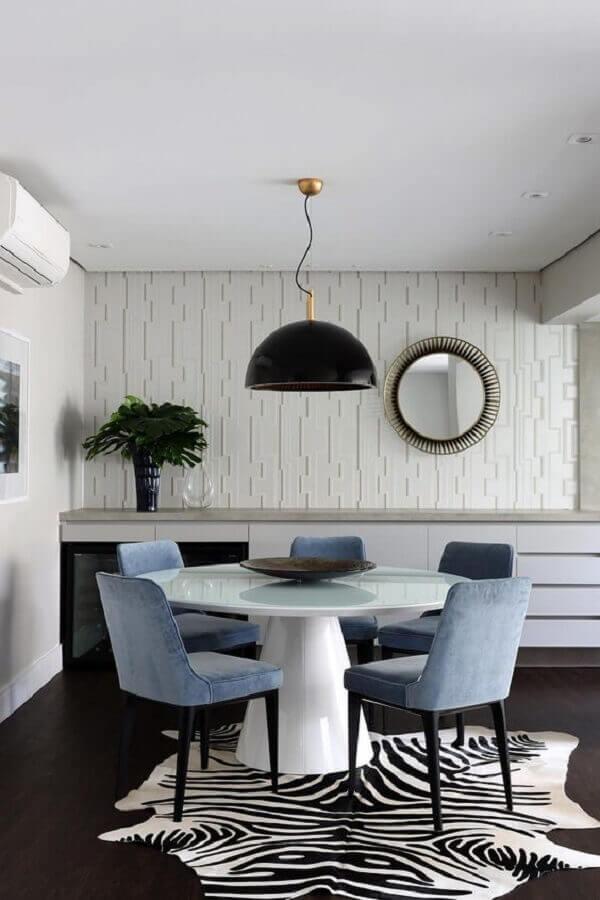 papel de parede para sala de jantar moderna decorada com tapete zebrado Foto Casa de Valentina
