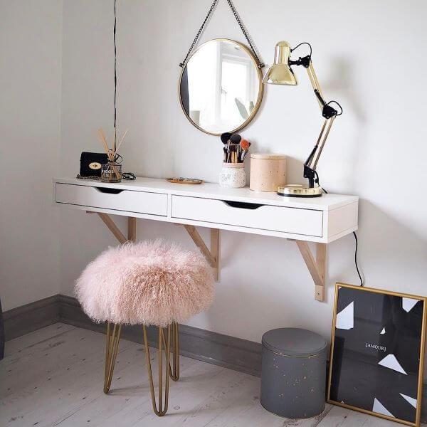 Penteadeira suspensa com puff rosa