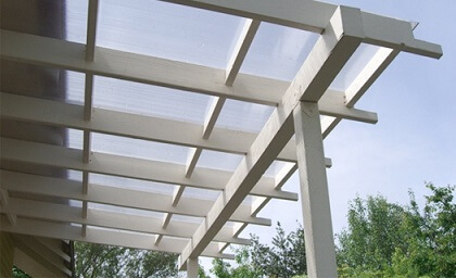 Pergolado de madeira com vidro