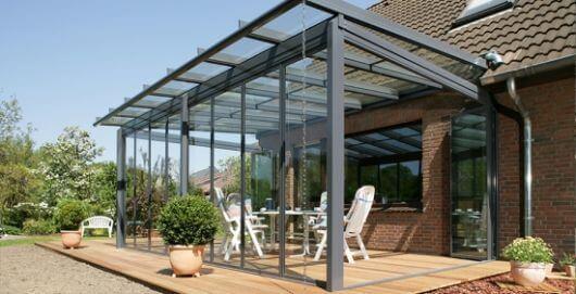 Pergolado de vidro na varanda