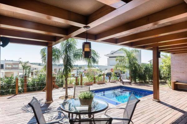 Área gourmet com piscina moderna