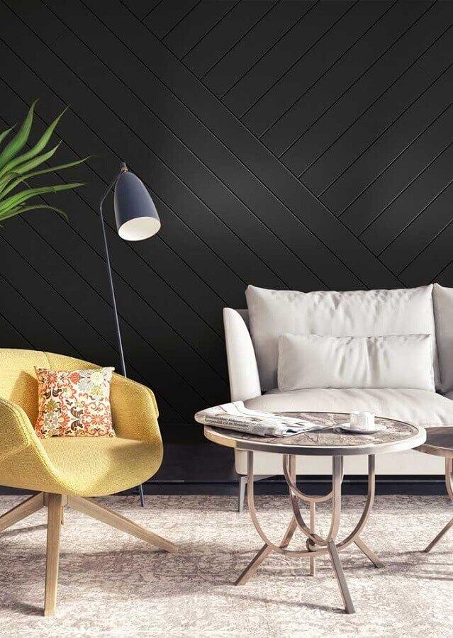 poltrona amarela para decoração de sala com parede preta Foto Pinterest