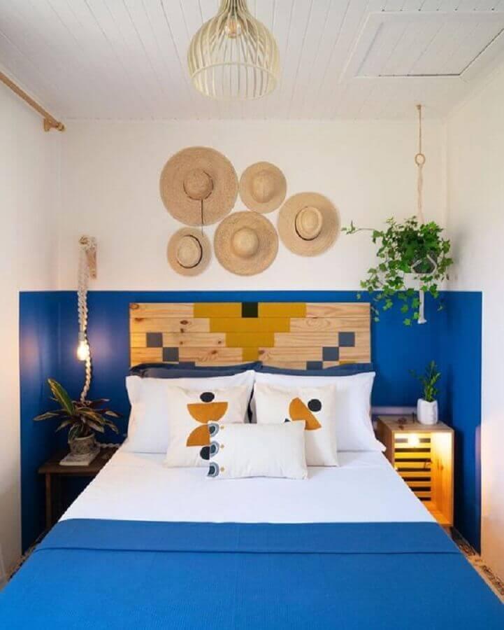 quarto azul simples decorado com almofadas para cama Foto Pinterest