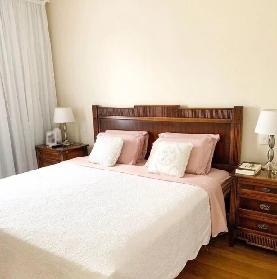 quarto cor pérola decorado com móveis de madeira Foto Nossa Casa 103